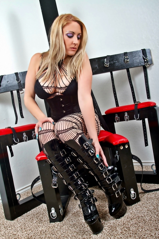 Domme-Victoria Houston-Dallas-Austin-3