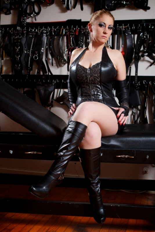 Domme-Victoria Houston-Dallas-Austin-6