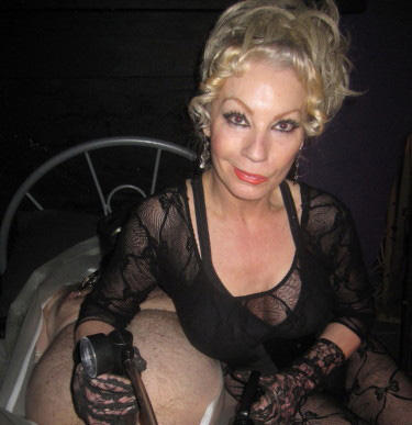 Elizabeth Dungeon mistress